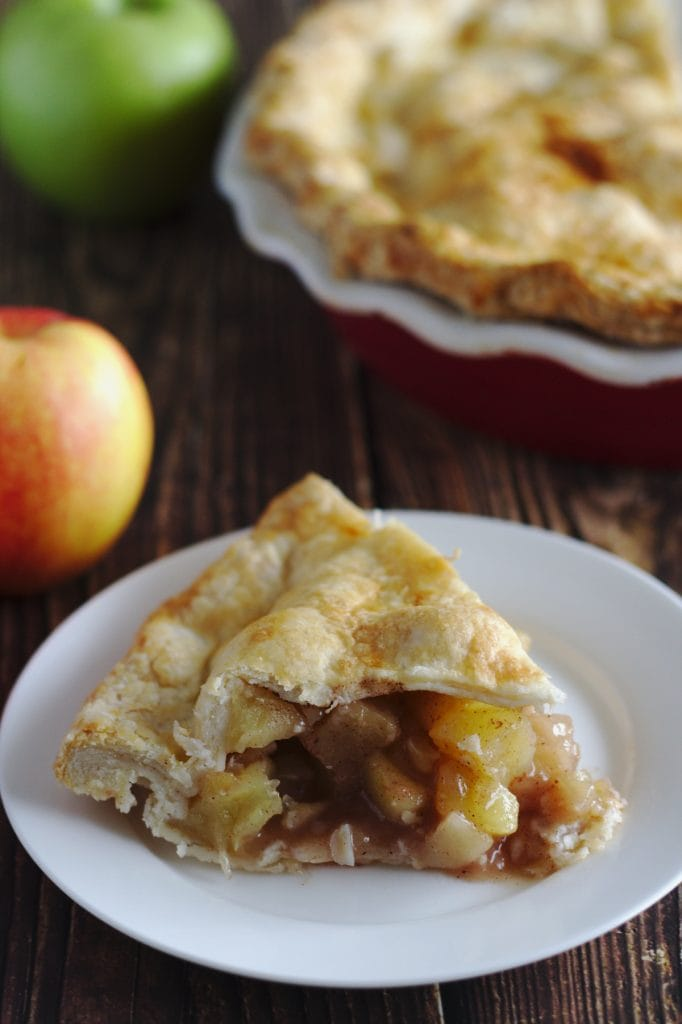 A slice of apple pie on a plate.